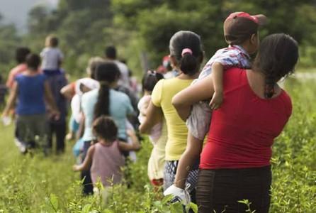 La feminización de la migración y las familias transnacionales